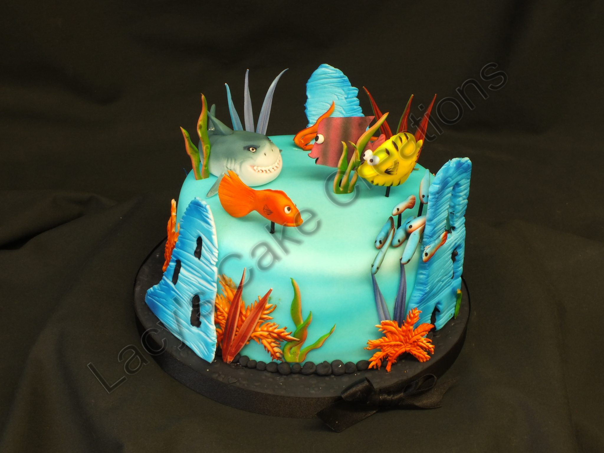 Birthday cakes lacy 39 s cake creations for Fish tank cake designs